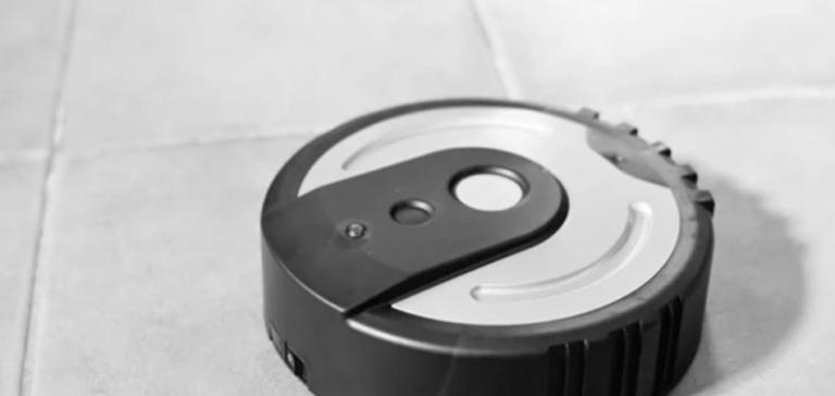 Difference-Between-Robot-Vacuum-Vs-Regular-Vacuum